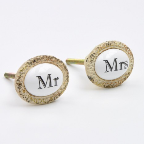 Mr & Mrs Knob Set