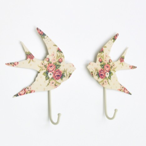 Rose Print Flying Birds Hook Set